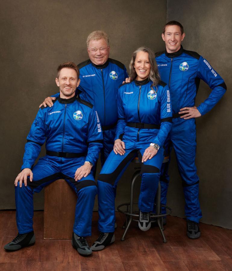 Kuvassa keskiviikkoisen avaruuslennon miehistö Chris Boshuizen (vas.), William Shatner, Audrey Powers sekä Glen de Vries.