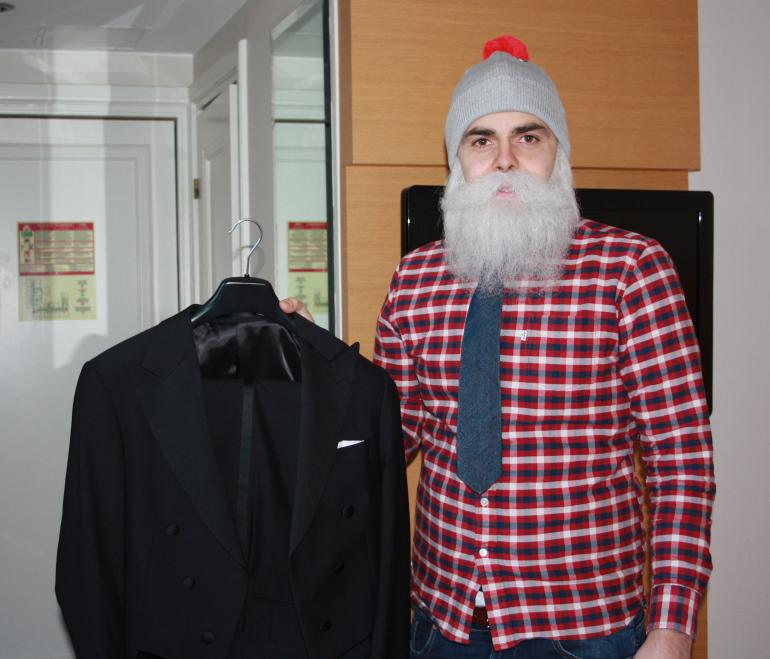 Brother Christmas valmistautuu Linnan juhliin.