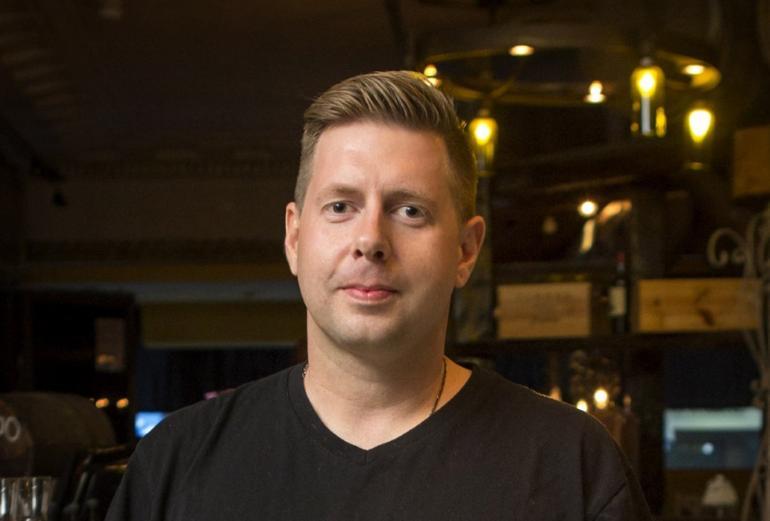 Radioääni Jussi Ridanpää vaihtoi missiä.
