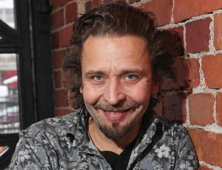 Stand up -koomikko Ilari Johansson.