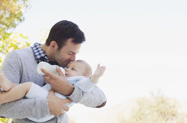 Isän kommentit äidinmaidonkorvikkeesta johtivat lapsen huostaanottoon