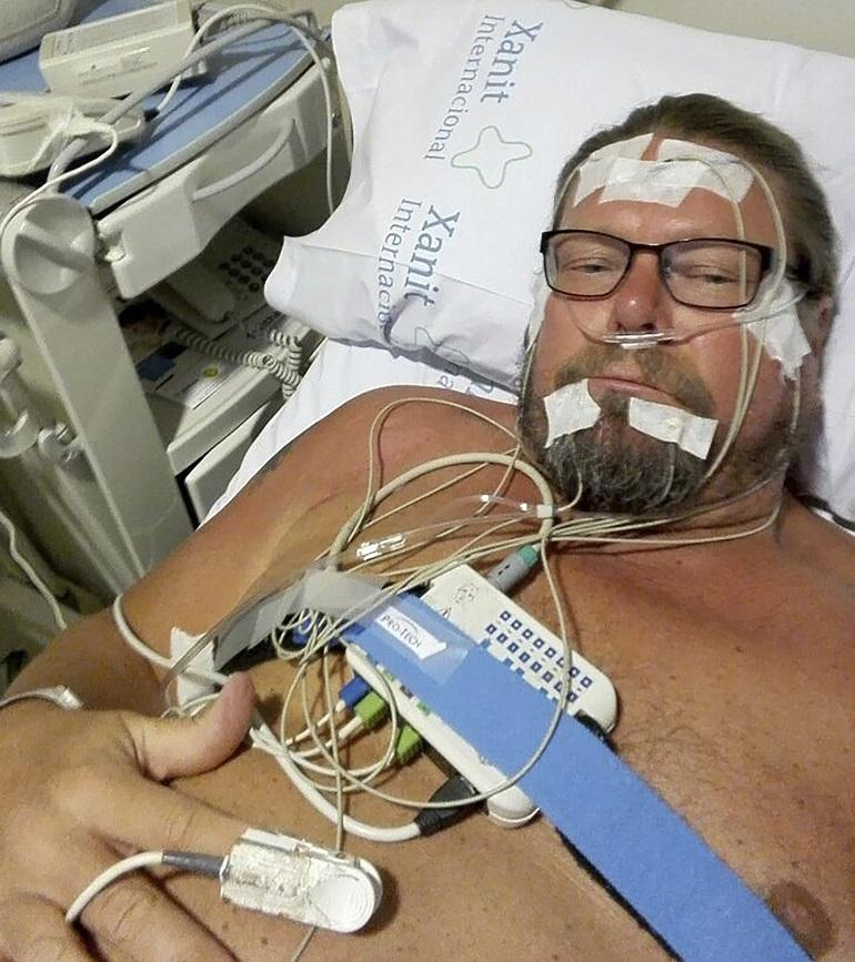 Henry Saari sairaalassa