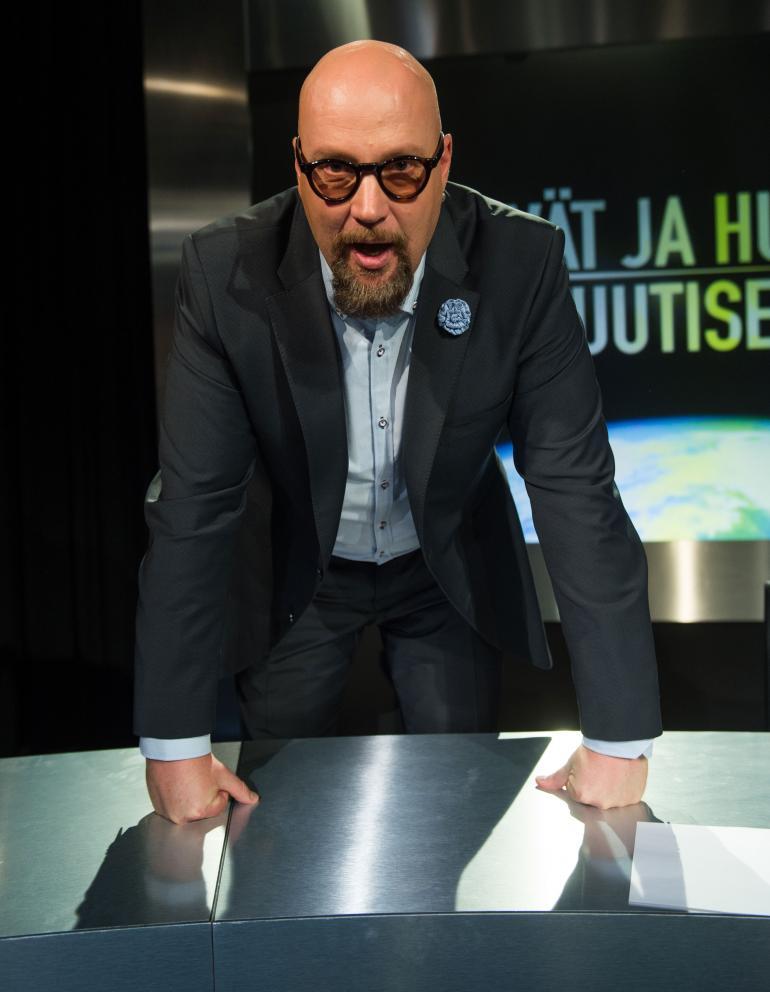 Juha Vuorinen nähdään Nelosen Hyvät ja huonot uutiset -viihdevisailussa.