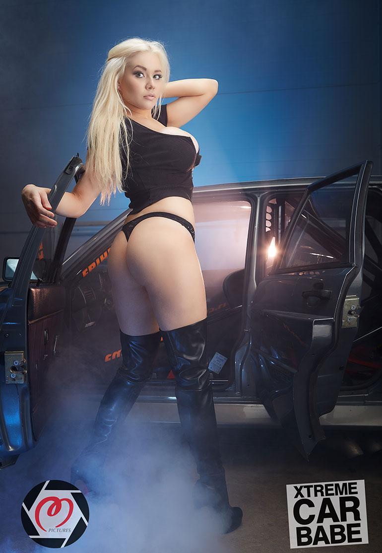 Marianne Kallio Car Babes -kuvauksissa