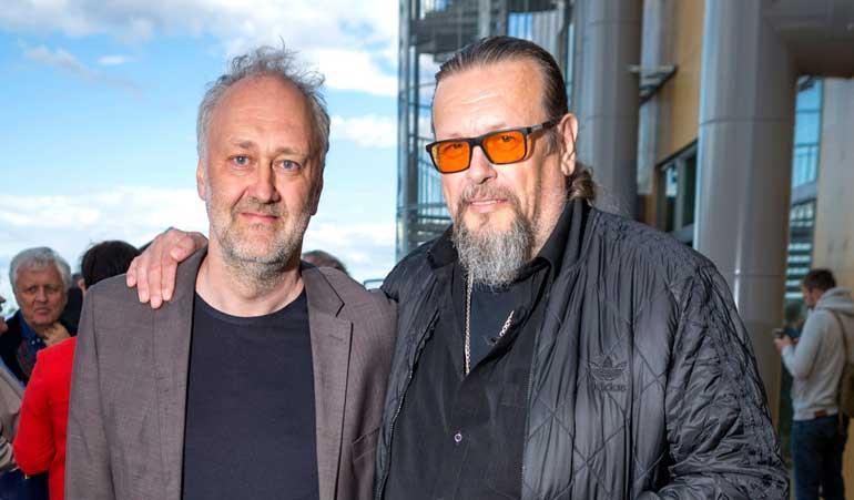 Tuottaja Markus Selin Allas Sea Poolin avajaisissa.