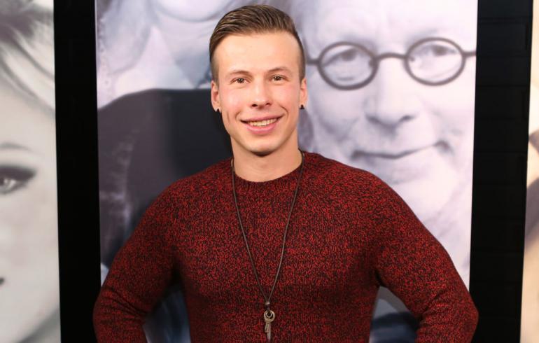 Antti Kurhinen poseeraa Seiskalle