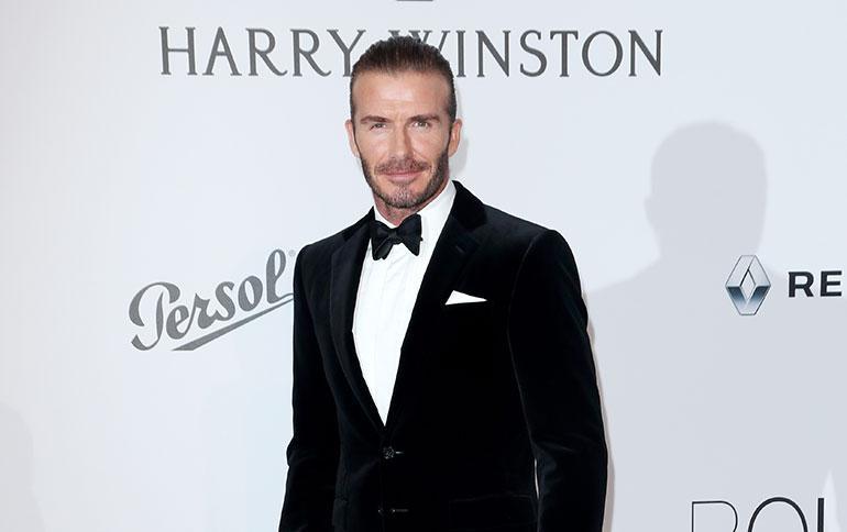 David Beckham poserraa punaisella matolla