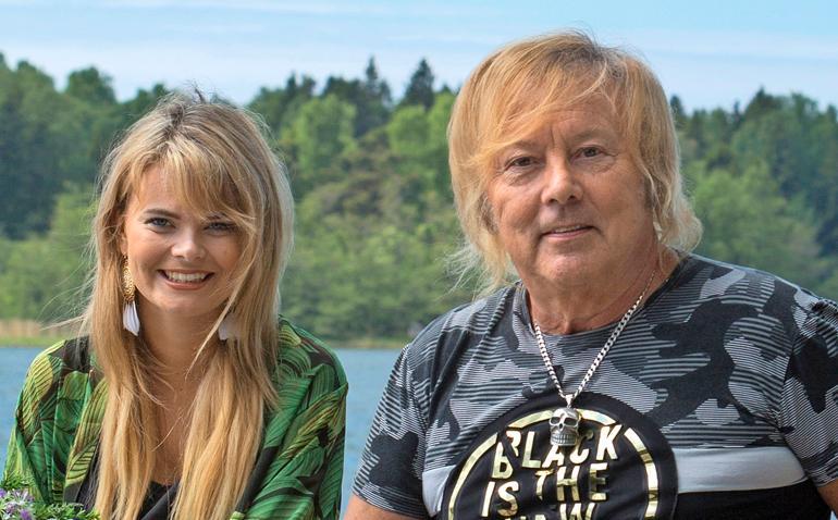 Erika Vikman ja Danny viettävät kesää mökillä Raumanmerellä.