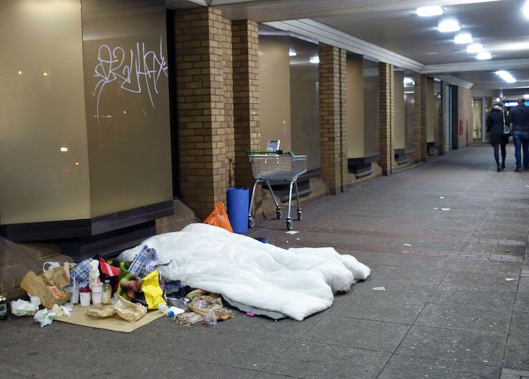 Kuolleen kodittoman henkilöllisyys ei ole tiedossa.