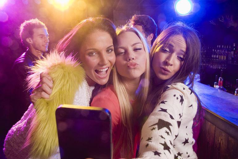Selfien ottaminen voi aiheuttaa kohtauksen epilepsiapotilaalla.