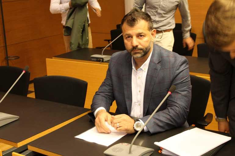 Rami Adham Helsingin käräjäoikeudessa.