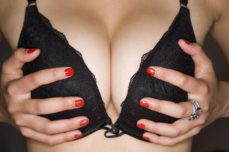 Nainen julkaisi kuvan rinnoistaan.