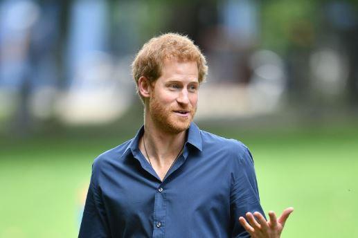 Prinssi Harry on mieltynyt lasten kanssa touhuiluun.