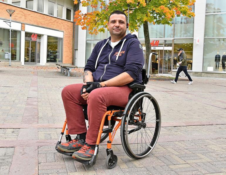 Hassan vammautui Turussa.