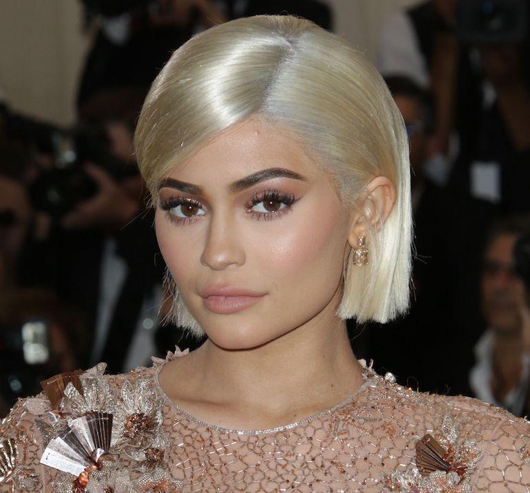 Intialaismies muistuttaa Kylie Jenneriä.
