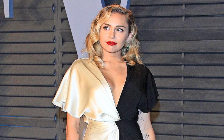 Lauluntekijä vaatii lähes 300 miljoonaa euroa Miley Cyrukselta.