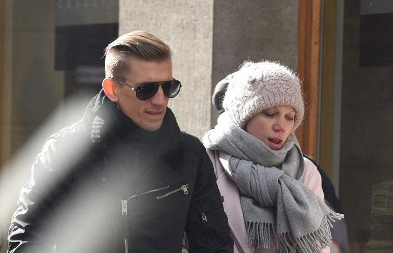 Paparazzi bongasi Jarkko ja Anu Niemisen.