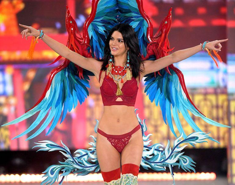 Myös Kendall Jenner pitää Victoria's Secretistä.