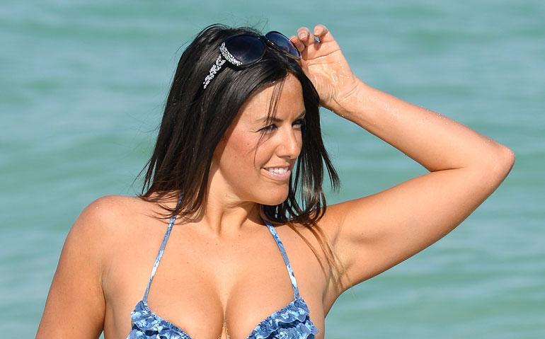 Claudia Romani ja Melissa Lori pyllistelivät uimarannalla.
