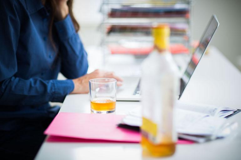 Alkoholin kohtuukäyttö ei lisää sairaspäiviä.