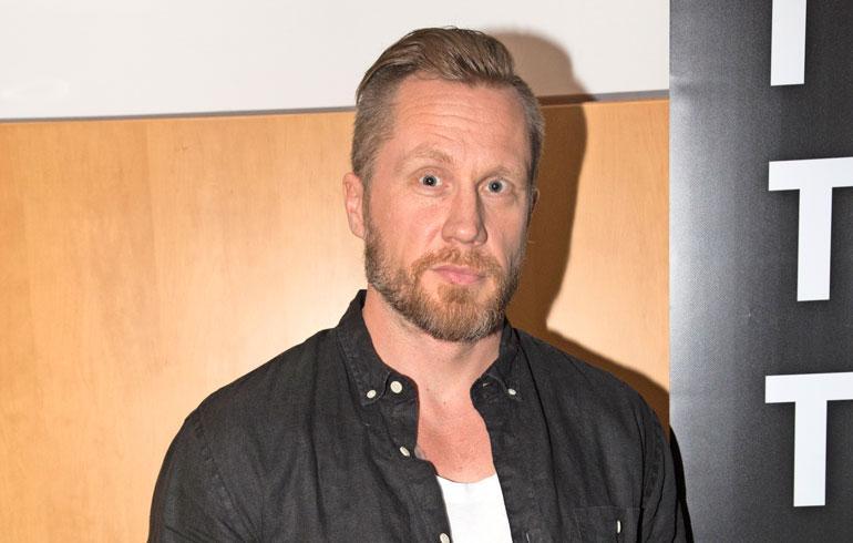 Hannes Hyvönen kosi Netta-rakastaan.