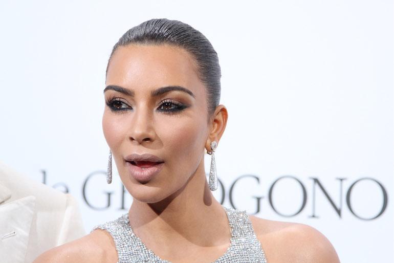 Kim Kardashian aloitti contouring-villityksen.