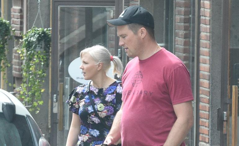 Vappu Pimiä ja Teemu Huuhtanen muuttivat uuteen asuntoon.