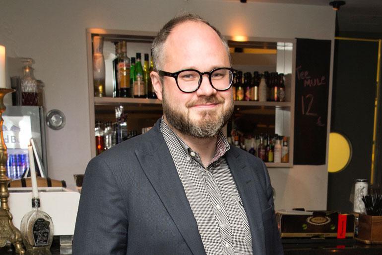 Tuomas Enbuske on tv-juontajien palkkakuningas.
