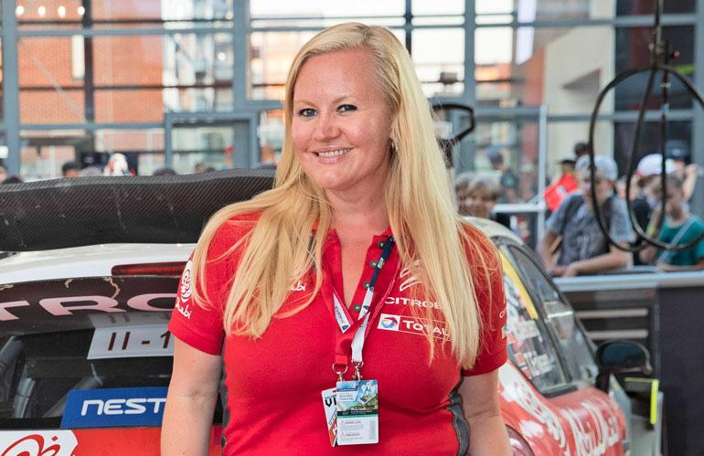 Lotta Backlund on mukana Bachelorette-ohjelman tuotannossa.