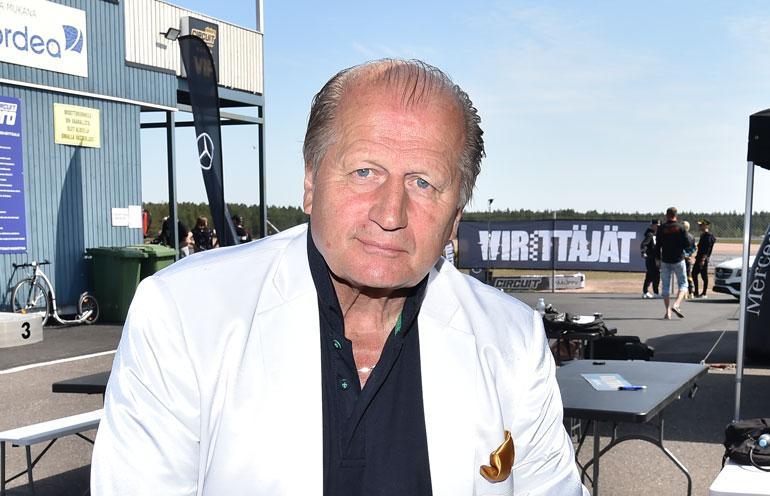 Juhani Tamminen pyöräili Jopolla.