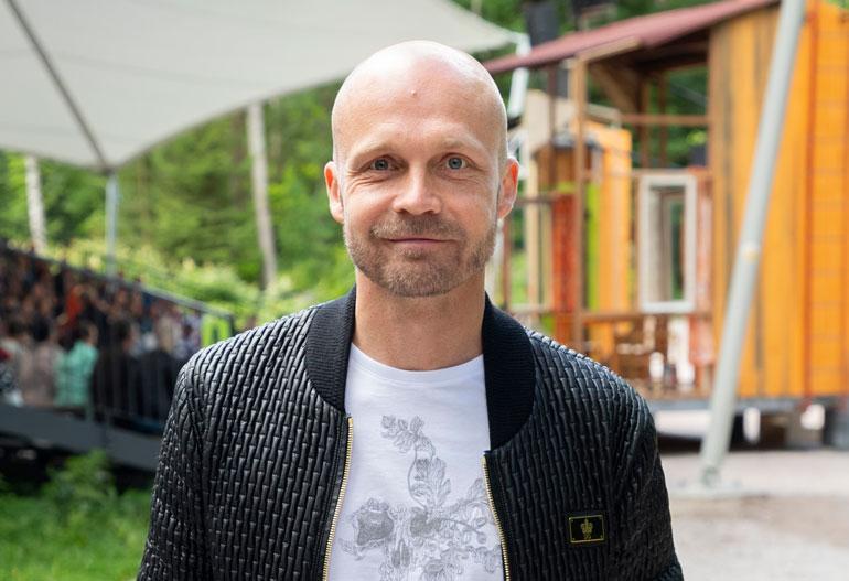 Juha Tapio taitaa myös raha-asiat.
