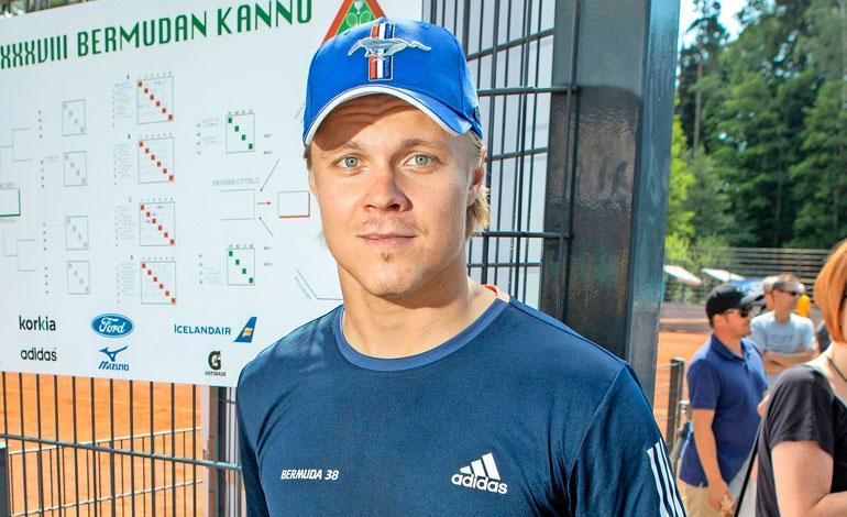 Mikael Granlund käppäili torilla.