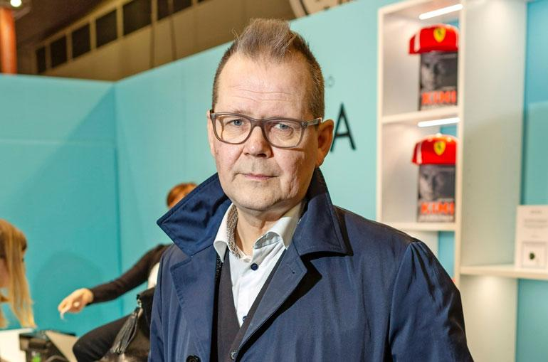 Kari Hotakainen kirjamessuilla.