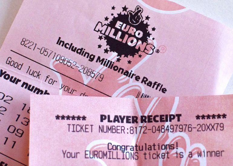 Naiselle tuli kaksi lottovoittoa.