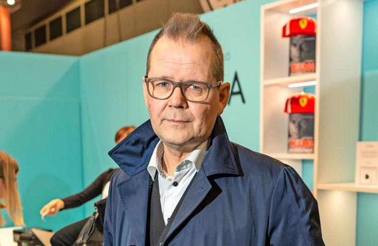 Kari Hotakainen kirjoitti kirjan Kimi Räikkösestä.