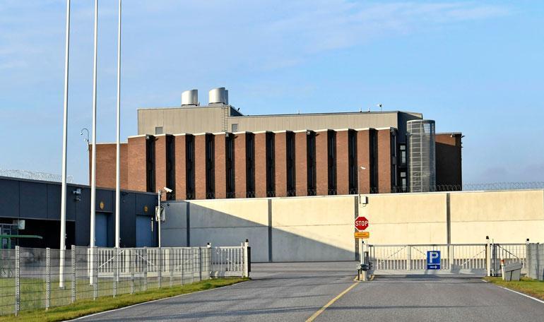 Seiska vieraili Saramäen vankilassa.