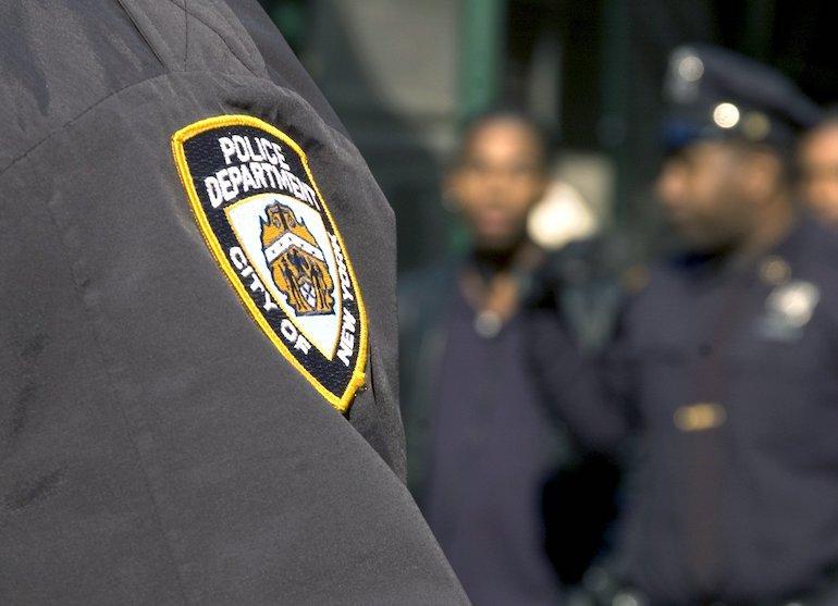 Poliiseilta takavarikoitiin aseet.