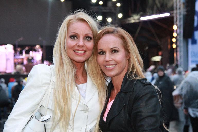 Virpi on keikkaillut Katja-siskonsa kanssa jo kolme vuosikymmentä.