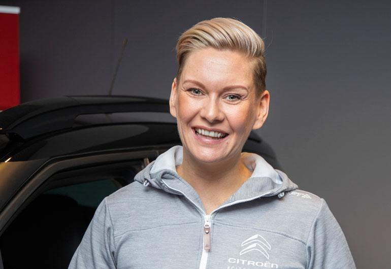 Heidi Sohlberg vietti iltaa miesseurassa.