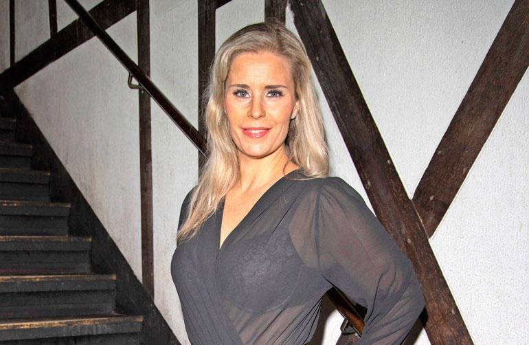 Hanna Kärpänen haahuili matkamessuilla.