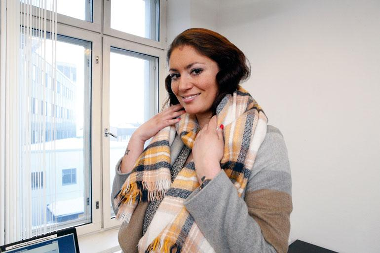 Jasmin Mäntylä viestittelee ex-rakkaansa kanssa.