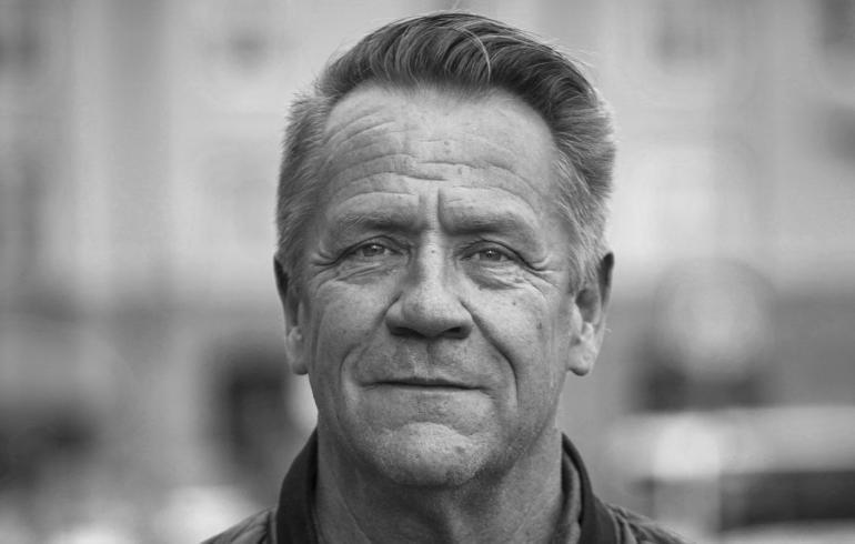 Viime yönä menehtynyt Olli Lindholm oli The Voice of Finlandin tähtivalmentaja - näin Nelonen ...