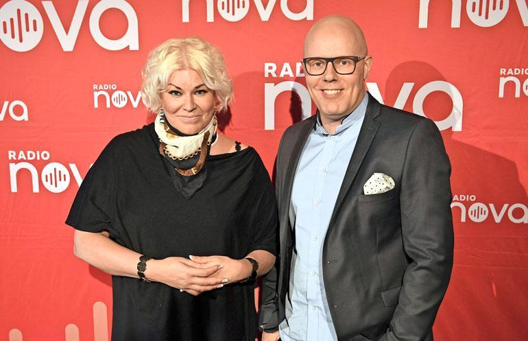 Minna Kuukka ja Aki Linnanahde juontavat Radio Novan aamua.