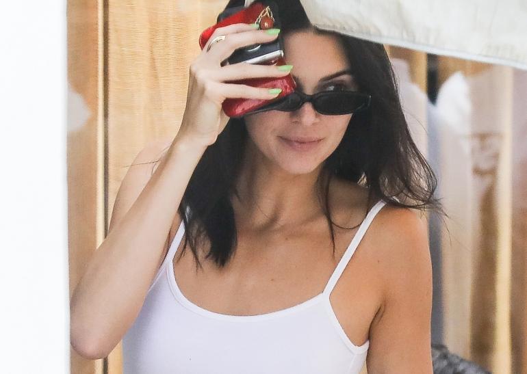 Kendall Jenner lähti Coachellaan niukassa topissa ja joogahousuissa!