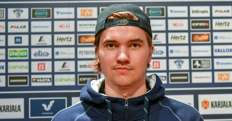 Oliwer Kaski kulki omia polkujaan kiekkotähdeksi.
