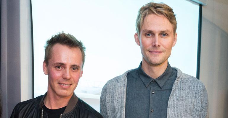Jasper Pääkkönen ja Antero Vartia kaahasivat sähköpotkulaudoilla.