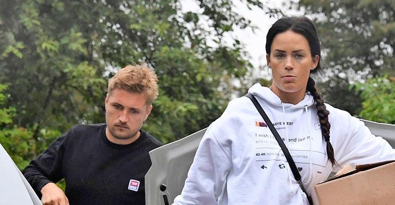 Martina ja Stefan kruisailiva ökyautolla.