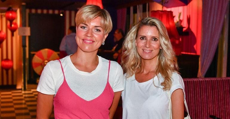 Saana Akiola ja Karoliina Kallio ravintolan avajaisisa.