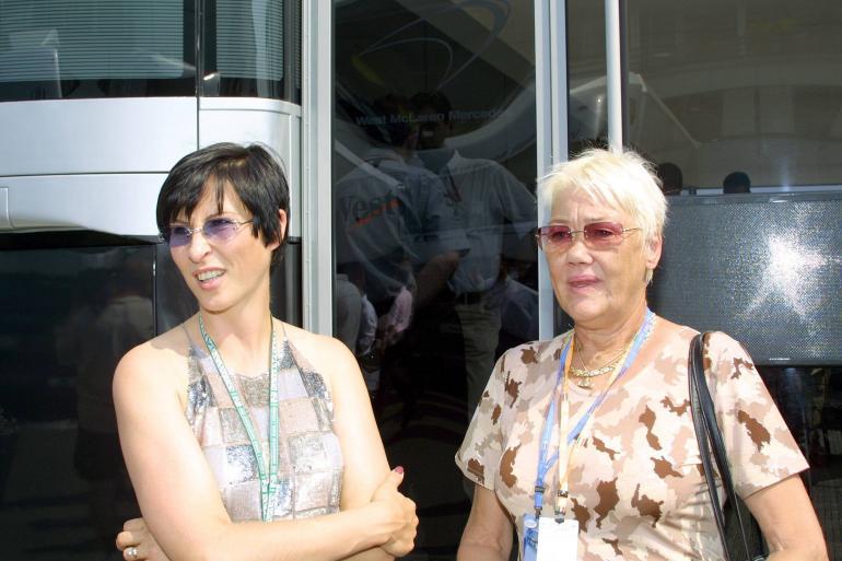 Erja Häkkinen ja Aila Häkkinen 2001.