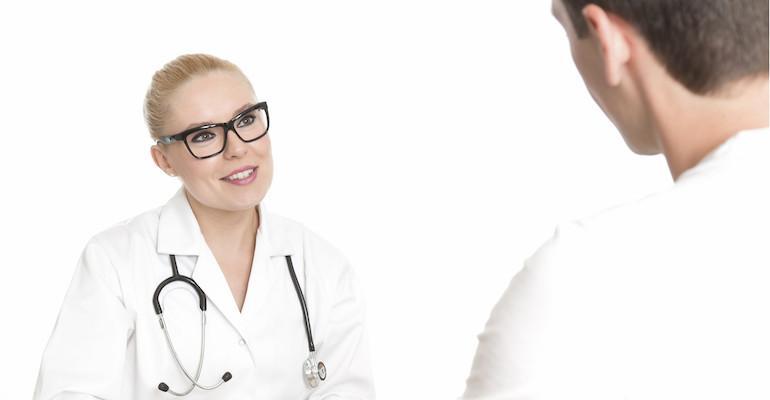 Lääkärit ja sairaanhoitajat tekivät tunnustuksia.
